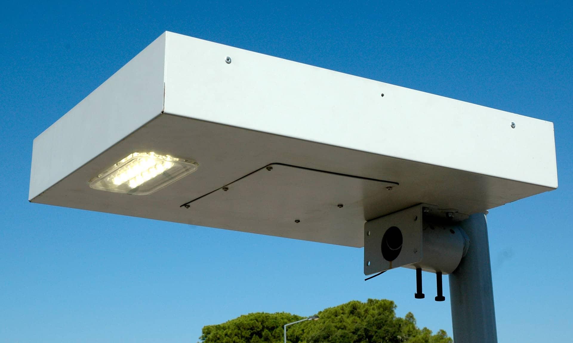 Luminaria Solar LLESA- Tecnologia LED, 100% Autónoma daRede Elétrica