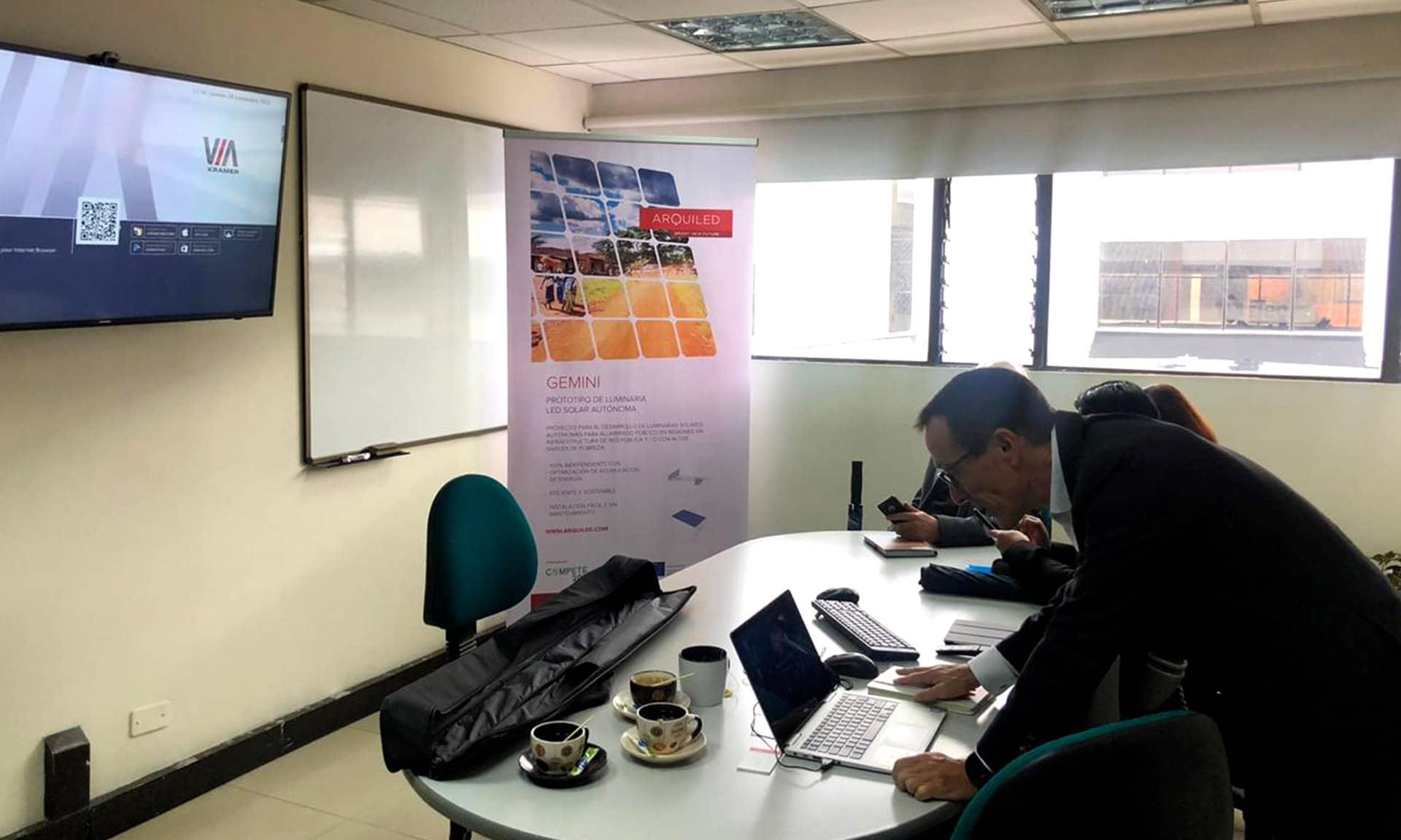 Apresentação da Luminária na Escuela Colombiana de Ingeniería Julio Garavito