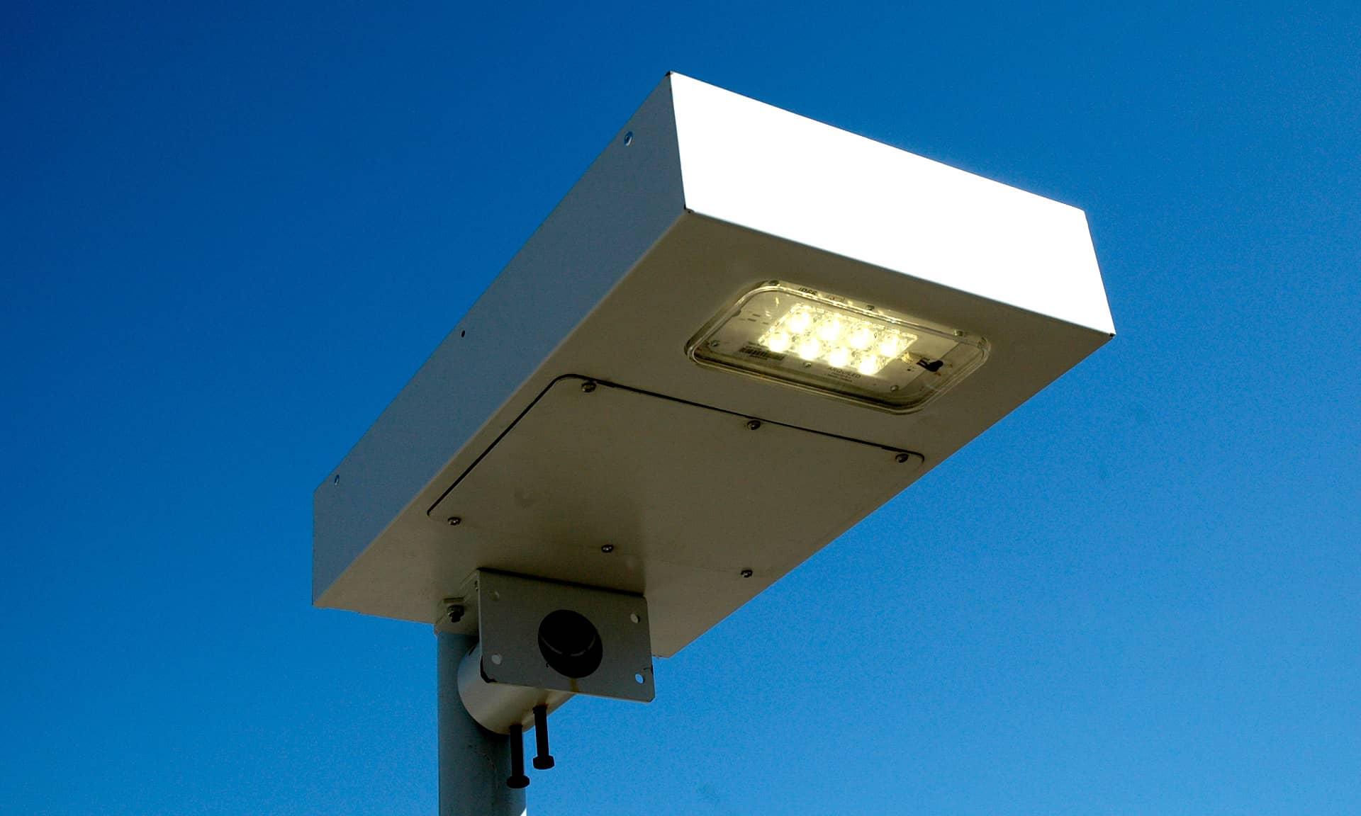 LLESA- Luminária LED Solar Autónoma